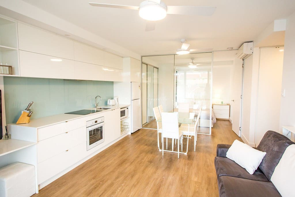 Chic wifi parking walk to the beach apartments for Perfect kitchen scarborough
