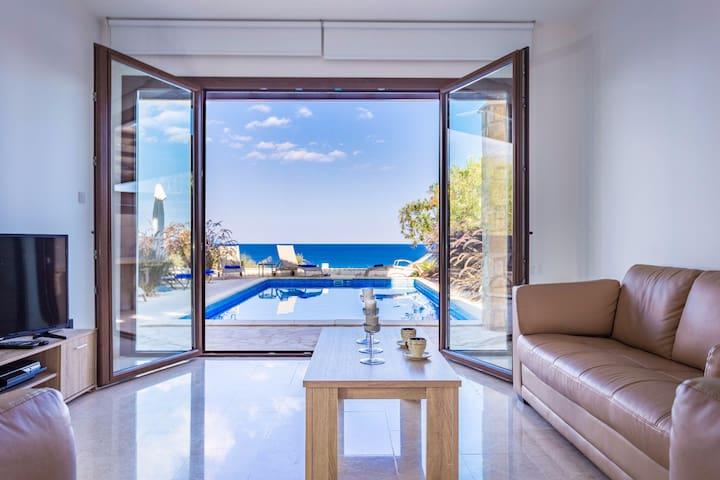 4 Bedrooms Front Line Protataras Villa