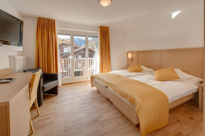 Spacious double room with Matterhorn view and balcony