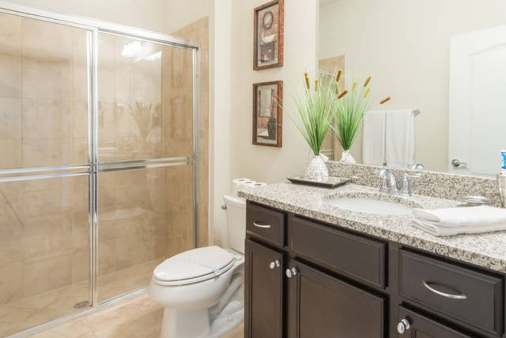 Banheiro com pia dupla