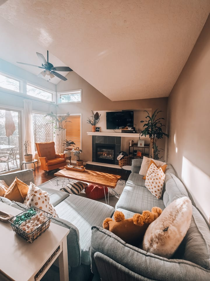 The Cozy Mountain Escape - 20 MINUTES TO DOWNTOWN