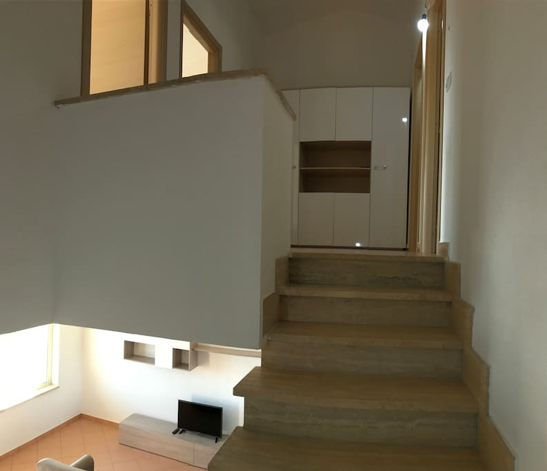 Casa di nuova costruzione due piani con giardino maisons for Piani di casa con giardino interno