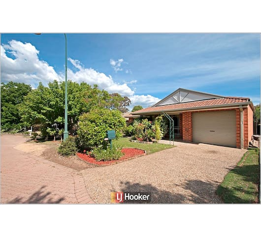 3 Bedroom Entire House in Canberra - Quiet Area - Amaroo - Huis