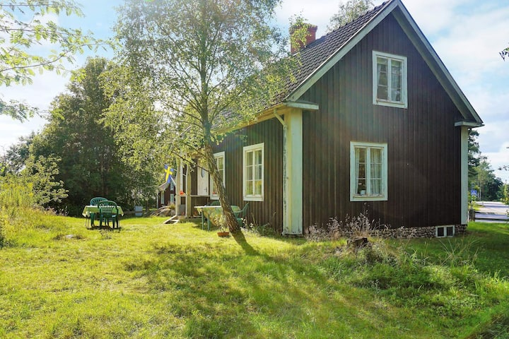 Picturesque Holiday Home in Linneryd with Barbecue
