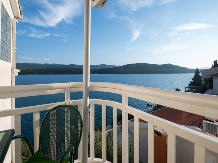 Comfort studio with side sea view @ Villa Dom