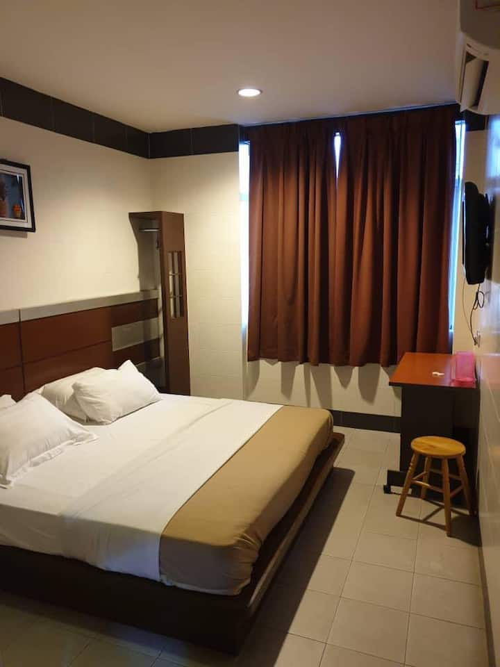 HappyHotel92 (RM50) Queen sz bed for 2 person