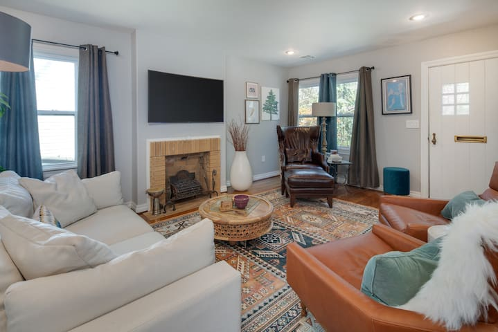 Amazing Remodeled Campus Home - Perfect for Events