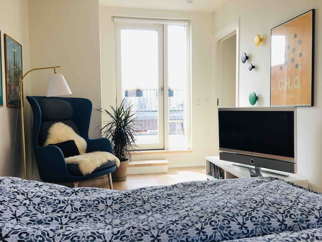 Modern room, close to city centre and airport