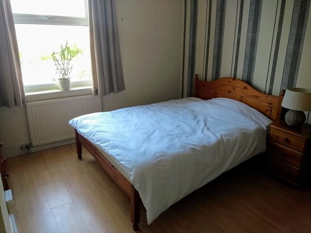 Room near town centre