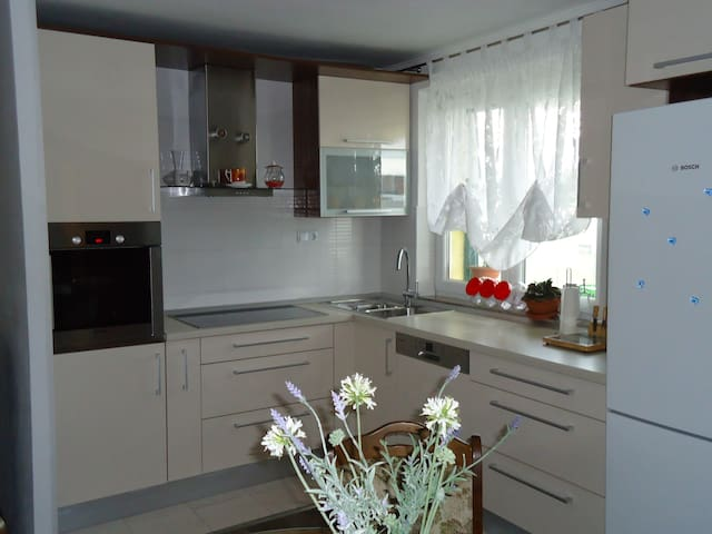 Etna 3*Apt (family-friendly area with PARKING and 2 BIKES FREE) 320 - Vranjic - Wohnung
