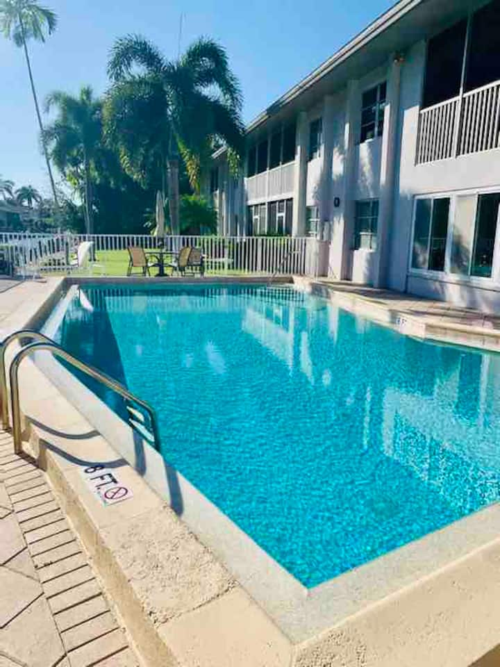 * Canal Front 3/2 in Beautiful Downtown Naples