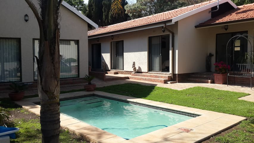 Acacia Grove Guest House (PTY) LTD - Self Catering - Germiston - Apartamento
