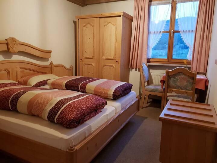 Pension/Ferienwohnungen Ludwig (Rimbach), Doppelzimmer 14 mit Panoramabergblick