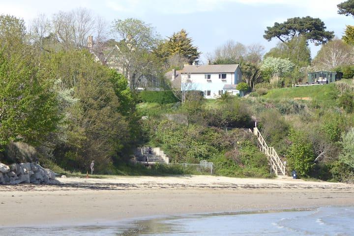 groundfloor flat-seaview/beach/garden/pool/parking