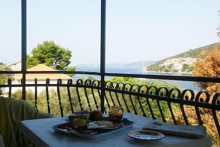 Idyllic island getaway- Lavander apartment - Drvenik Veli - Apartamento