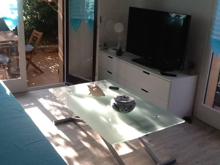 Studio rez de jardin, accès direct à la plage
