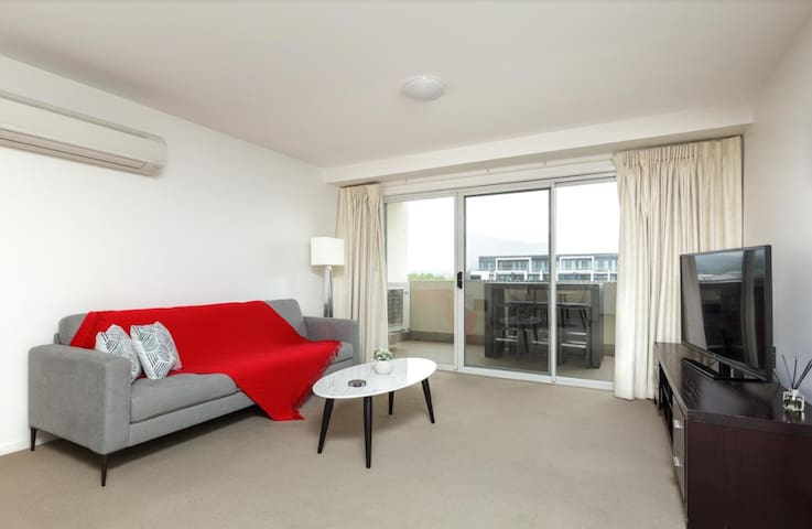 City Living 2BR/2BA Apt. in the Centre of Braddon