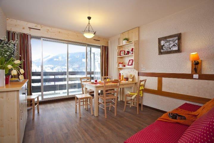 Clusaz centre, 4per, balcon sud, vue, prox Piscine - La Clusaz - Apartment