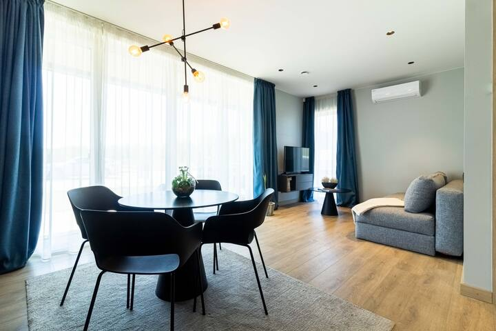 💛Woodpecker Nest Apartment w/Terrace💛