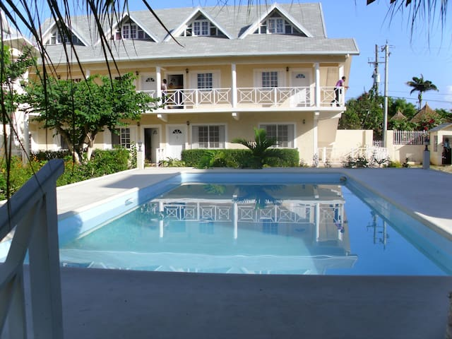 Apartment with pool close to beach