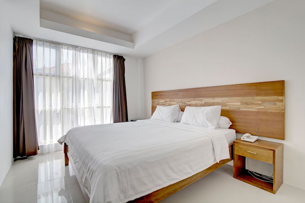 The queen size bed is comfortable and clean.  Recharge after a whole day of fun and travelling!