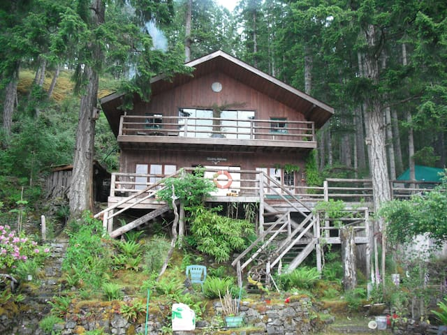 Waterfront Cabin w Rock Walls, Tree House + Sauna!