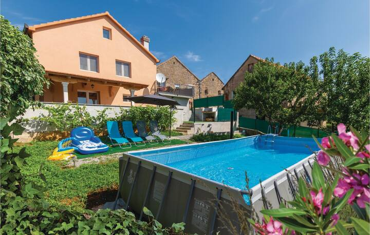 Amazing home in Hrvace with WiFi and 3 Bedrooms