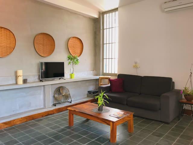 SOHO Large Designer Penthouse- River Front Area