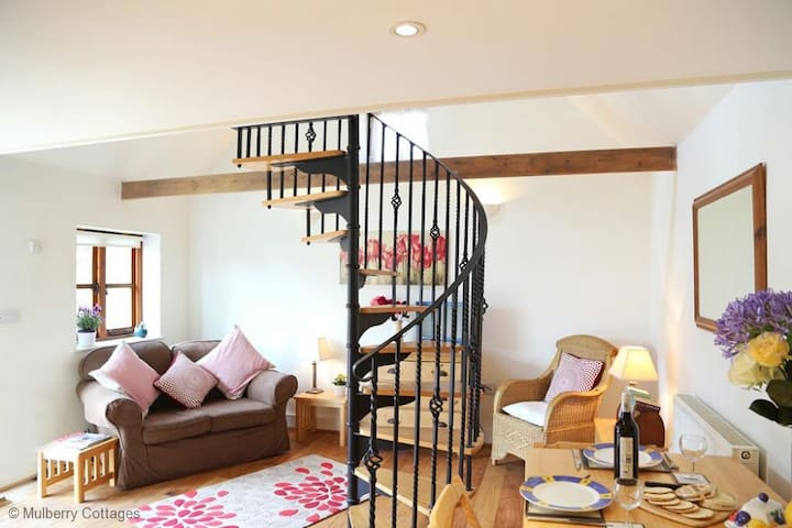 Dove Cottage Sleeps 2  offers quaint accommodation within a converted farm building.