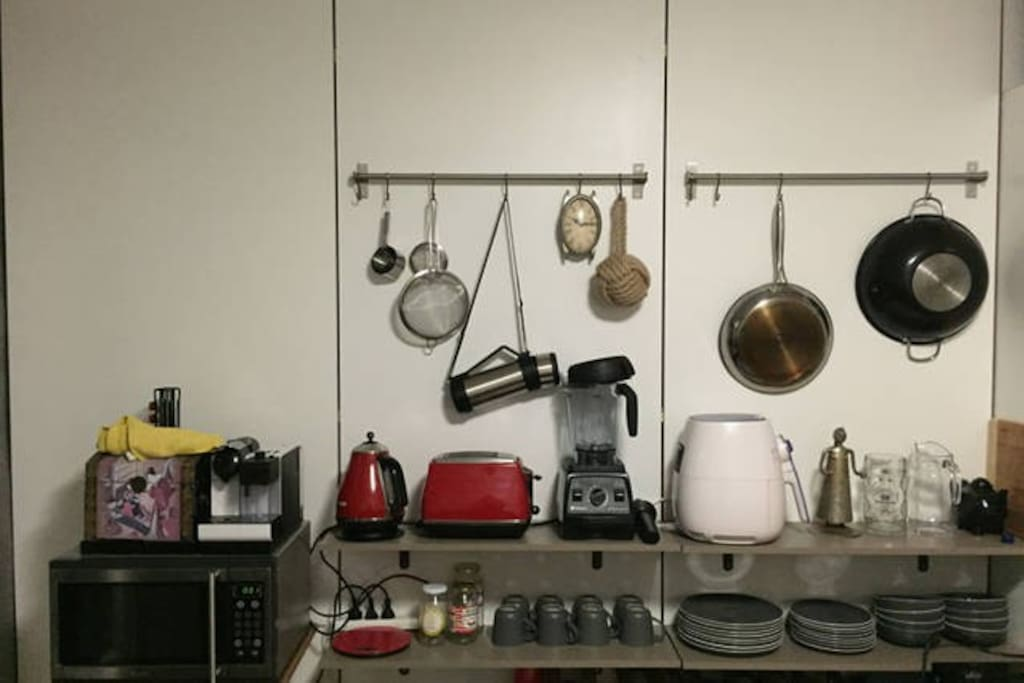 kettle, toaster, Vitamix blender, microwave, fridge, air fryer as well as all the necessary cooking utencils