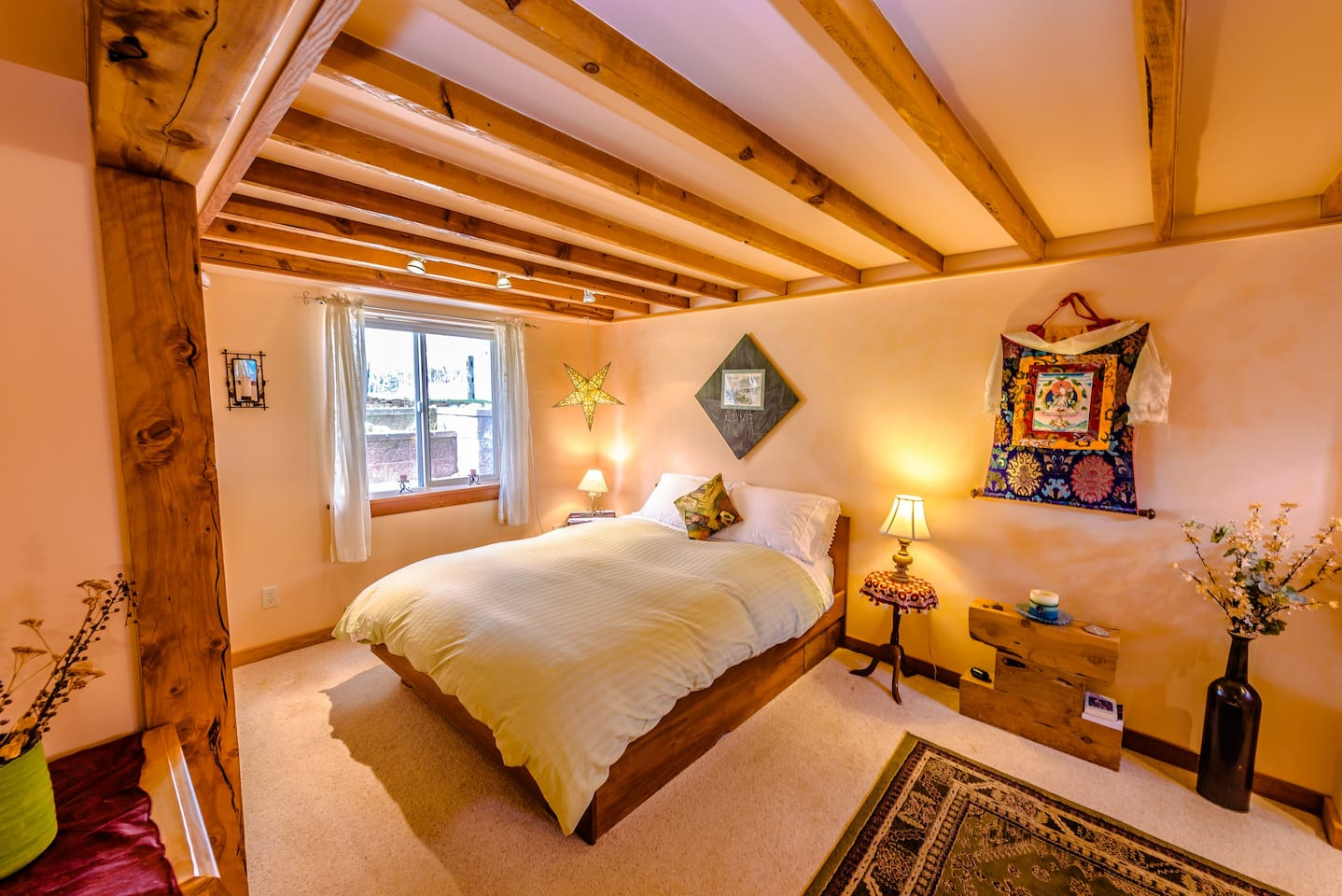 Beautifully remodeled basement bedroom. Very quiet. Warm in the cold months and cool in the warm months. Perfect for a great night of sleep!