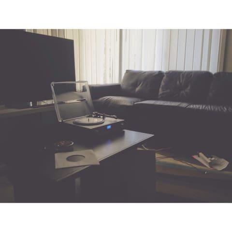 Girrawheen couch for rent! - Girrawheen - Dom