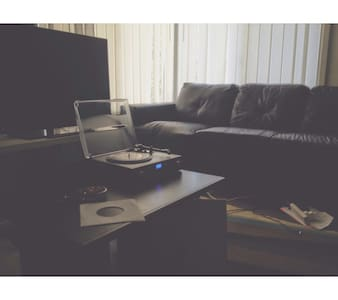 Girrawheen couch for rent! - Girrawheen - บ้าน