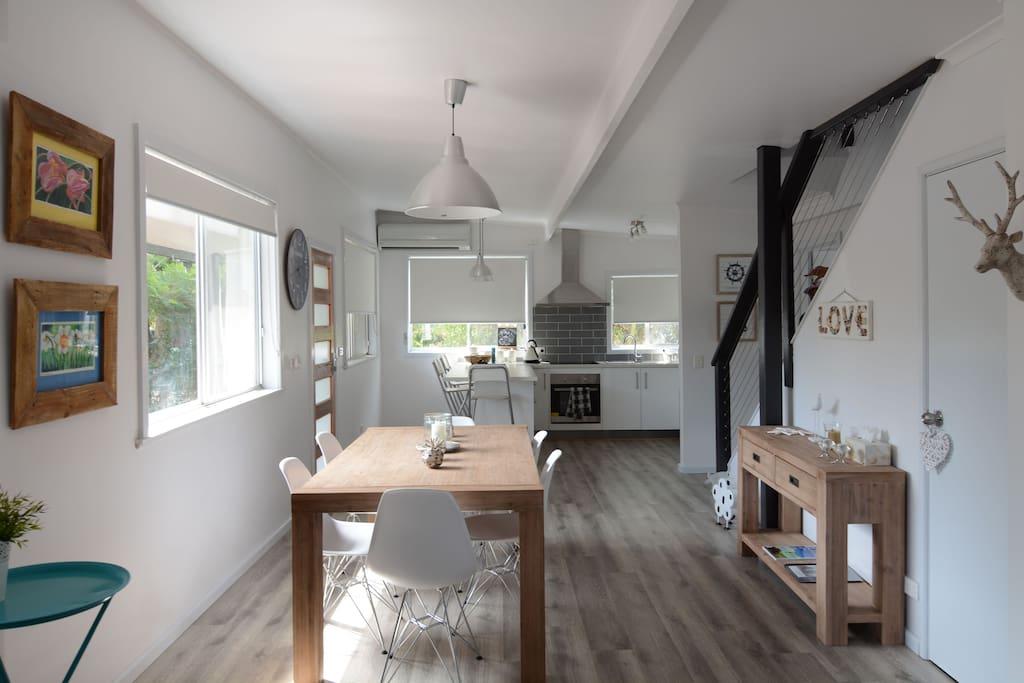 Beach house bliss stylish comfort by the beach maisons for Beach house designs phillip island