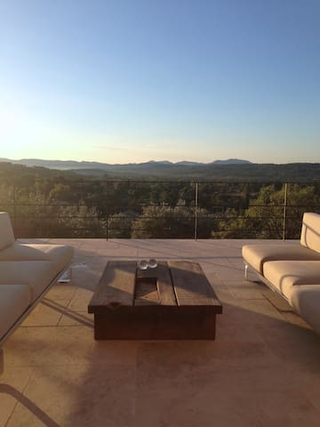 2 beautiful rooms in french villa. - Tourrettes - Bed & Breakfast