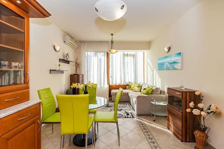 Apartment Koloni by the Sea Garden