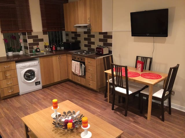 Two Bedroom Apart-Hyde Park,London