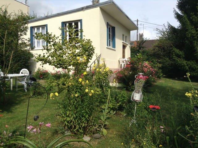 Petite maison rustique à l'orée du bois - Bouffémont - House