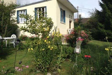 Petite maison rustique à l'orée du bois - Bouffémont