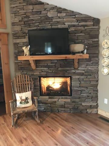 Cozy North GA Wine Country Cabin