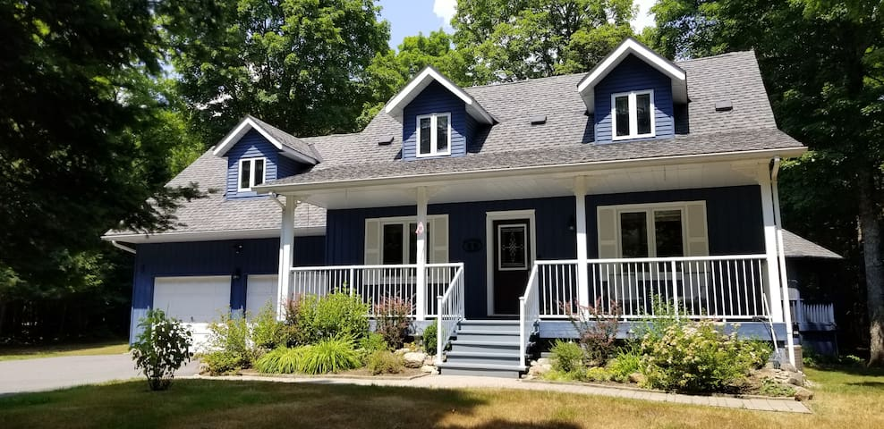 Sally's Place - Executive Home in Muskoka
