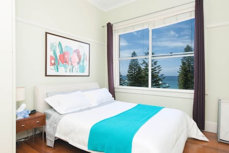 Just across the road from Coogee Beach, this sunlit apartment overlooks the ocean. Just a short stroll to shops, cafes, bars and restaurants. Enjoy Sydney's healthy urban-beach lifestyle by the ocean and by the city.