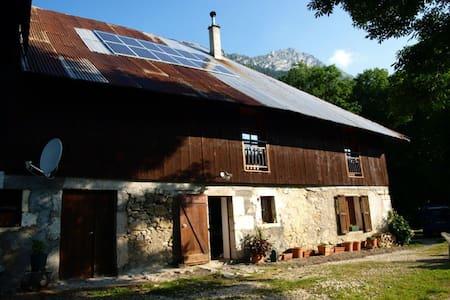 Grand cottage, very comfortable - Aillon-le-Jeune