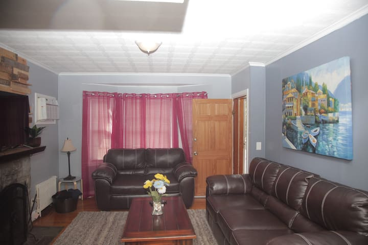 Cozy Apt 3BR & 6BEDs Walk 2 PC Close to DT PVD