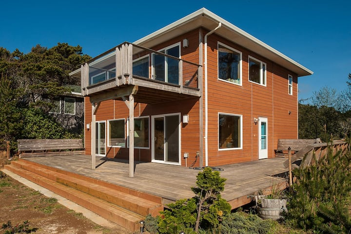 Come relax and enjoy the majestic views of this peaceful oceanfront home!