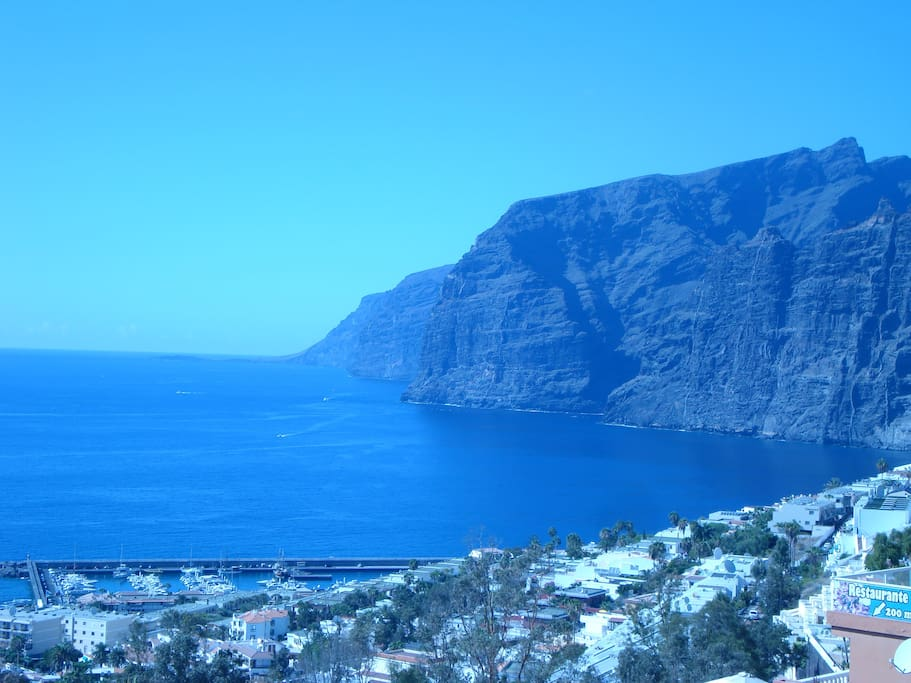 Sandy beach and Cliffs of Los Gigantes