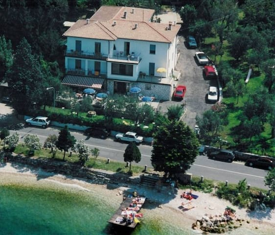 Delle Rose B&B Familienhaus - Torri del Benaco - Bed & Breakfast