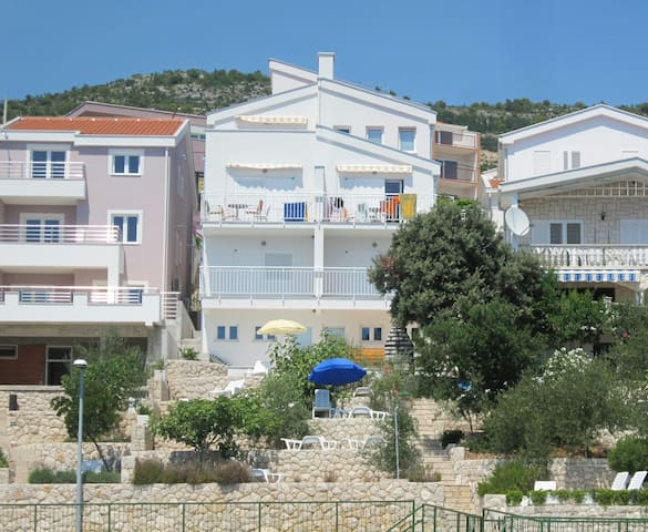 COMFY SEA VIEW APARTMENT FOR 4 - Komarna - Apartamento