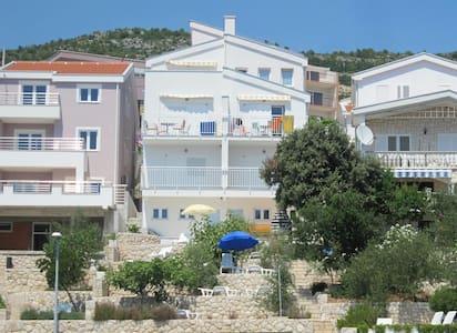 COMFY SEA VIEW APARTMENT FOR 4 - Komarna - 公寓
