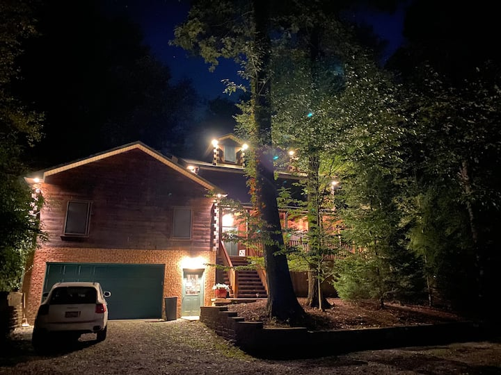 Third Floor Open Loft in Cozy Cabin  Can sleep 8!